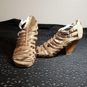 Kenneth Cole Taupe Strappy Sandals, size 8